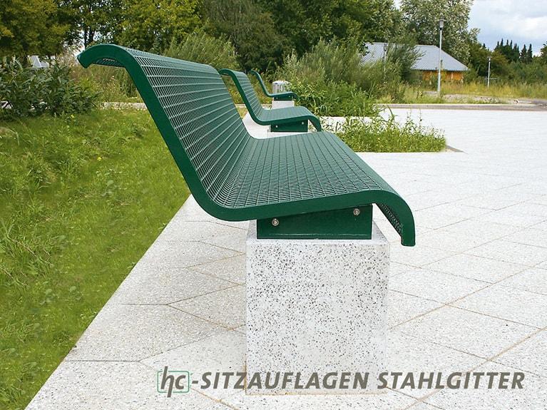Bank Sitzauflagen aus Stahlgitter von hygrocare