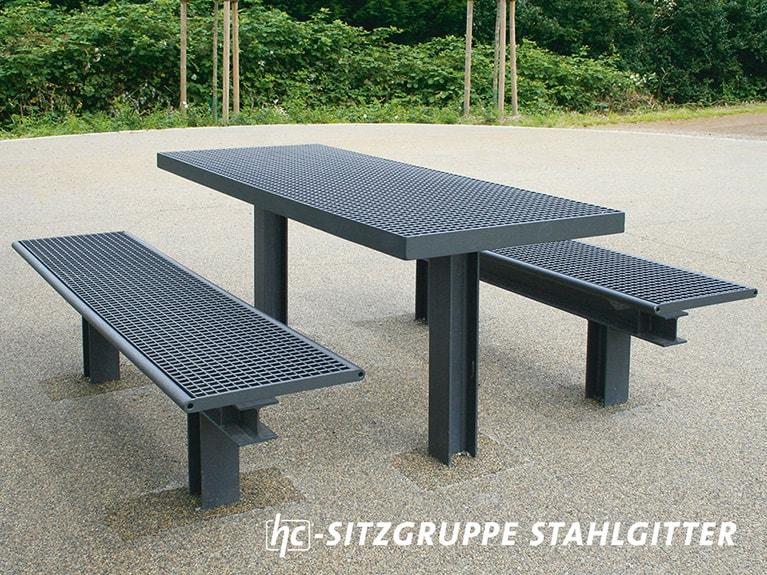 Stadtmobiliar von hygrocare: Tisch Sitzgruppe in Stahlgitter